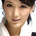 龙梅子最新专辑《爱信仰 EP》封面图片