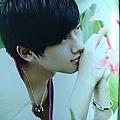 张杰最新专辑《因为爱情来得不容易(单曲)》封面图片